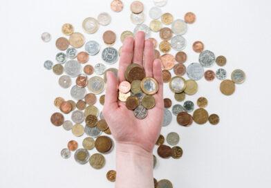 Geld in offener Hand